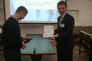 Вручение партнерского сертификата Роману Билле из компании «Стандарт»