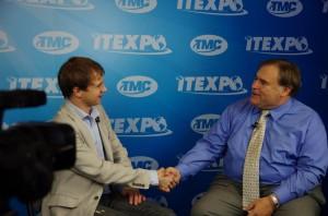 Александр Кувшинов дает интервью журналисту компании TMC