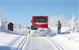 Снегоуборочная машина на горнолыжном курорте Альтенберг