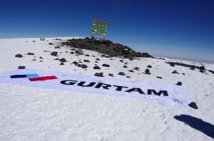 Флаг Gurtam на вершине Килиманджаро